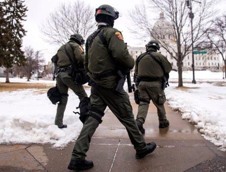 ساختمانهای پایتخت ایالات متحده امنیت را در برابر ترس از تظاهرات مسلحانه علیه ترامپ تقویت می کنند