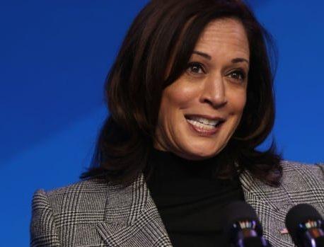 هریس به عنوان معاون رئیس جمهور ایالات متحده توسط قاضی Sotomayor سوگند یاد کند