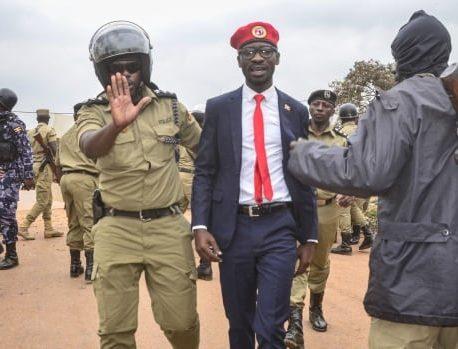 در بازداشت خانگی پس از انتخابات مورد مناقشه ، شراب کویل اوگاندا هنوز امیدوار است که جوانان کشور را الهام بخشد