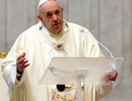 پاپ می گوید زنان می توانند مراسم مذهبی را بخوانند ، اما هنوز نمی توانند کشیش شوند