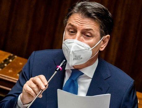 نخست وزیر ایتالیا در تلاش است تا دولت خود را از سقوط نجات دهد