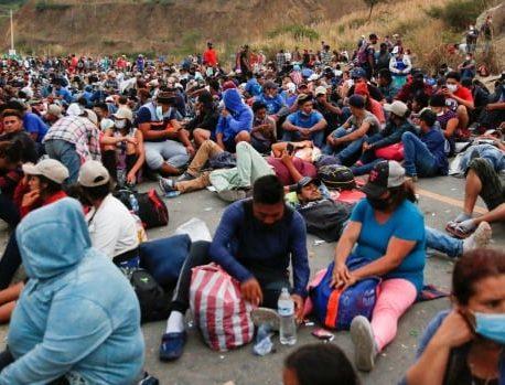 مهاجران مقیم ایالات متحده در کاروان های پایین بزرگراه پس از سرکوب گواتمالا