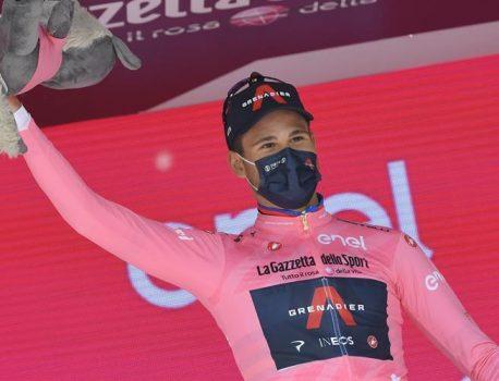 Giro d'Italia – فیلیپو گانا رعد و برق است و بلافاصله در روزا است